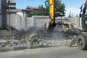 ویلای غیر مجاز ٢ مسئول در فیروزکوه تخریب شد
