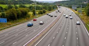 رونمایی از فناوری کنترل خطوط بزرگراه برای خودروهای بدون راننده در انگلیس