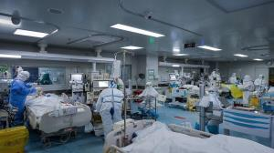 مراجعه مردم به مراکز درمانی کرونا در اصفهان افزایش یافت