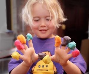 ۵ روش تهیه خمیر بازی خانگی برای کودکان