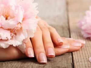 با این ترفند خانگی ناخن هایتان را به طور طبیعی زیبا کنید