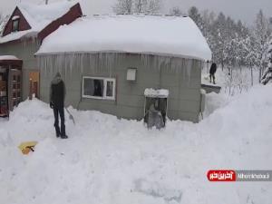 فرار به موقع از ریزش برف و قندیل