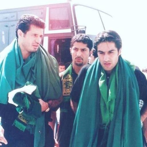 عکسی از سفر مرحوم مهرداد میناوند به کربلا در کنار علی دایی
