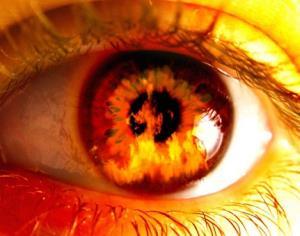 در امتداد تاریکی؛ چشم های هوس آلود