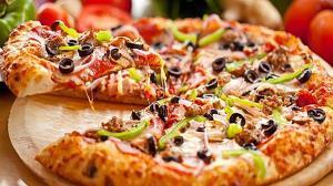 هجوم موشها به یک پیتزا فروشی