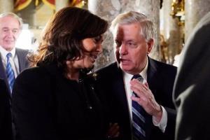 تهدید سناتور گراهام به استیضاح کامالا هریس