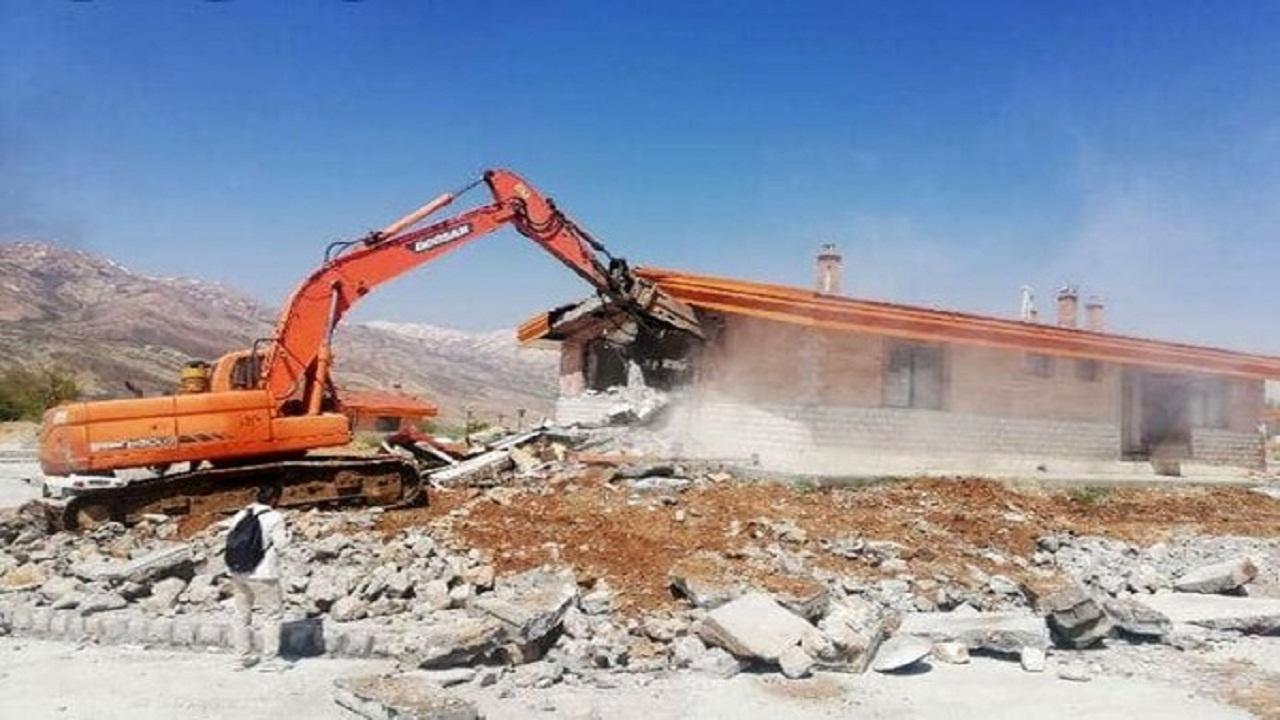 تخریب ویلاهای غیرمجاز در منطقه دربند مهدیشهر