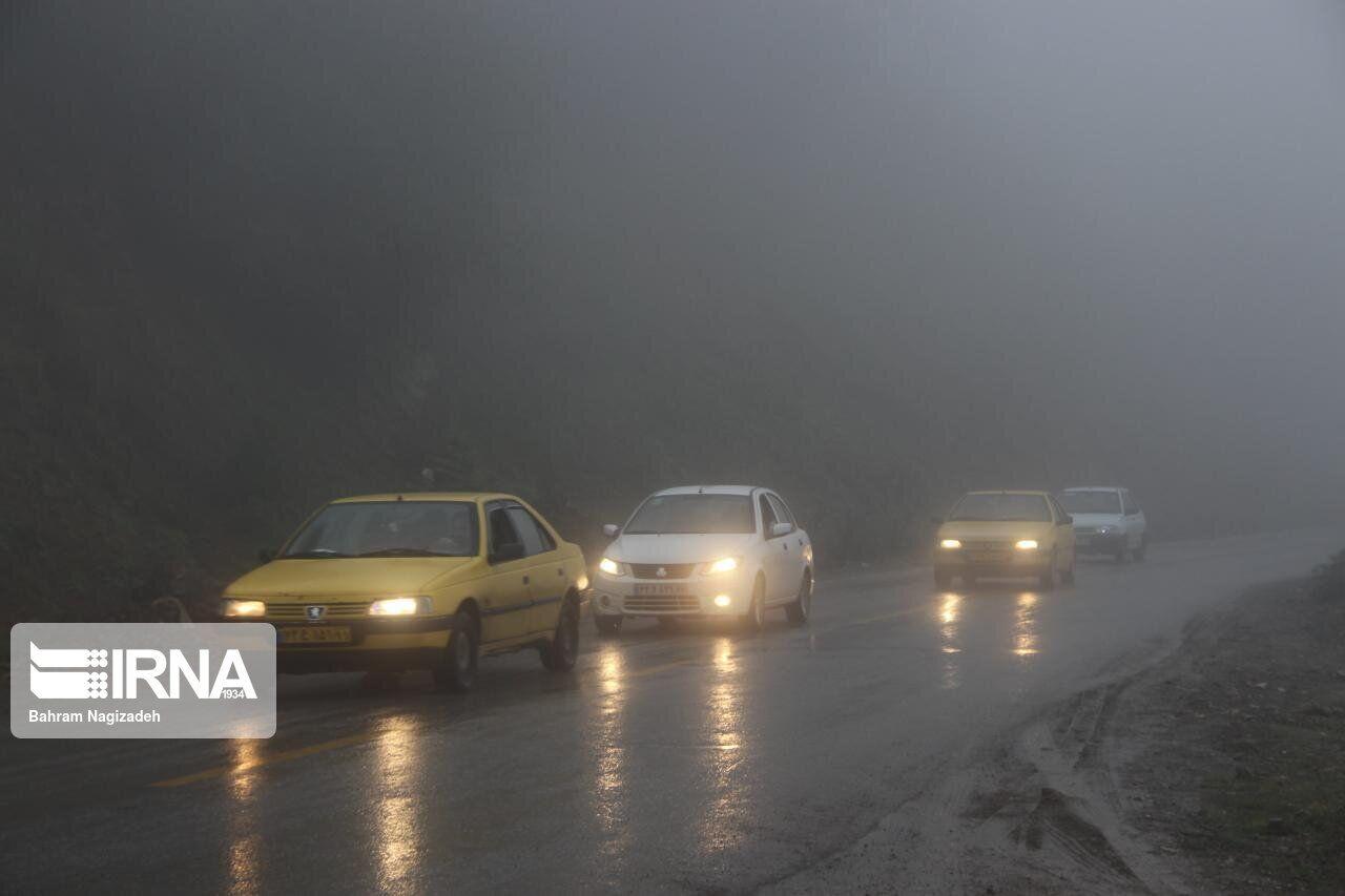مه گرفتگی تردد خودروها در مسیر بجنورد-جنگل گلستان را مختل کرد