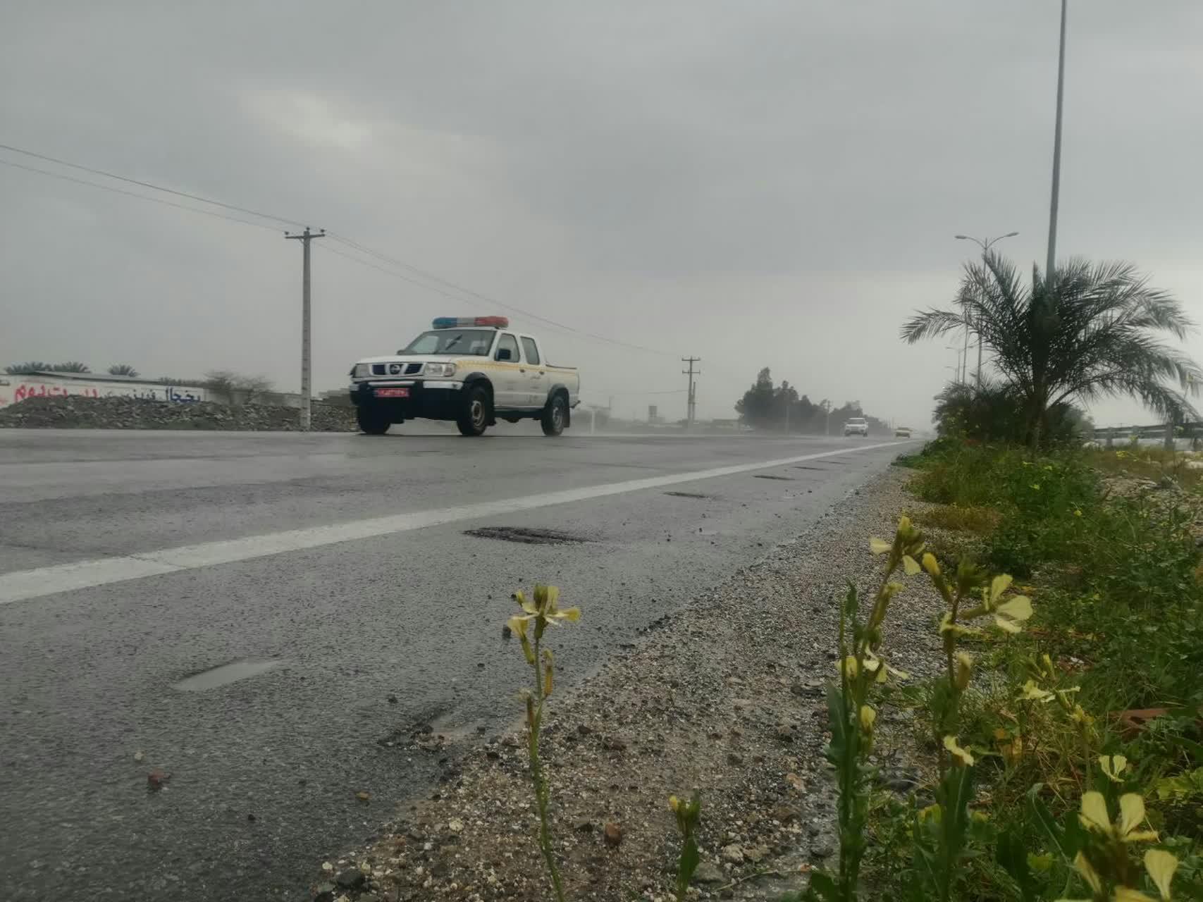 تردد در جادههای بارانی جنوب کرمان جریان دارد
