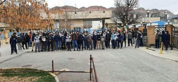 تجمع کارگران پروژهای پتروشیمی ایلام در اعتراض به شیوهنامه جذب