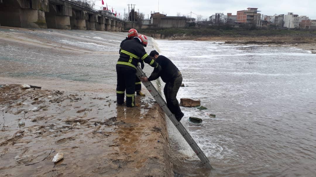 نجات شهروند ساروی از رودخانه تجن