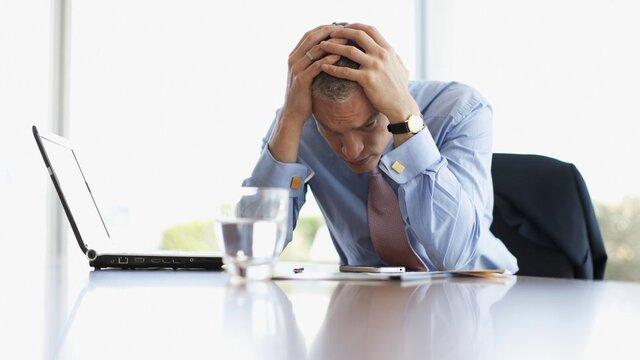 افسردگی ناشی از اعتیاد به کار، در کمین کارمندان است