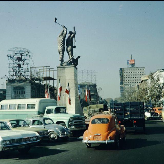 چهارراه مخبرالدوله تهران در اواخر دهه 40