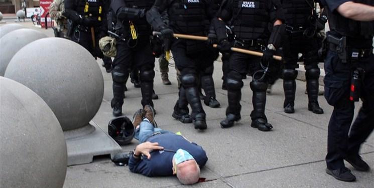 شکایت پیرمرد ۷۵ ساله قربانی خشونت پلیس آمریکا به دادگاه