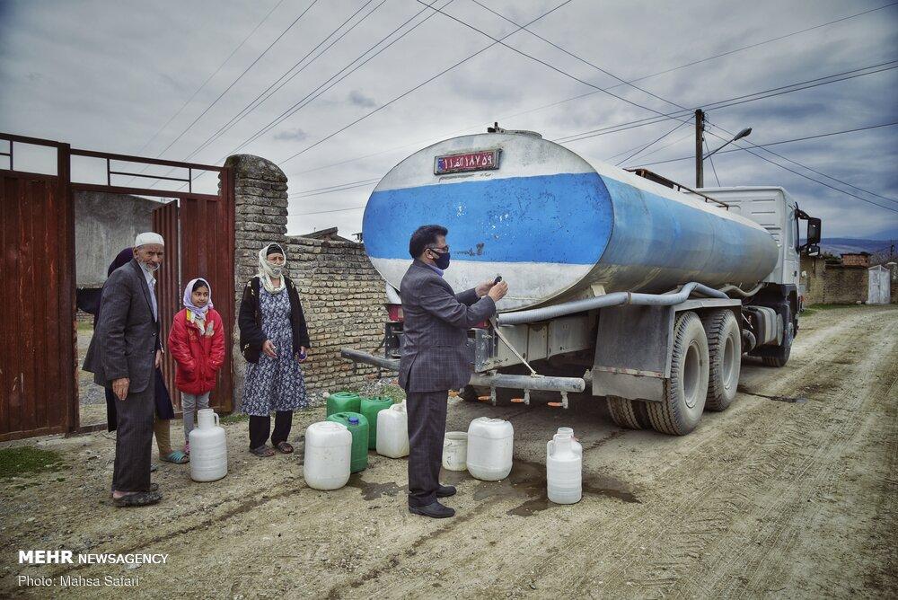 عکس/ آبرسانی با تانکر به روستای ابراهیم آباد گرگان