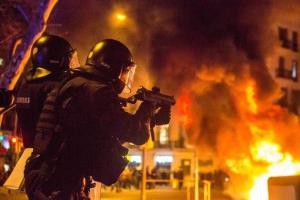 زندانی کردن یک رپِر اسپانیا را به آتش کشید