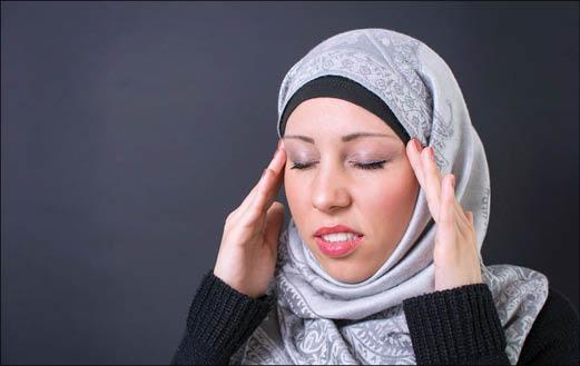 سردردهای هورمونی در زنان؛ نشانهها و روشهای درمان