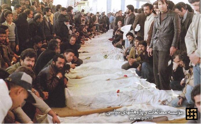 عکس/ حضور حمایتی مردم کنار پیکر شهدای انقلاب در بهشت زهرا