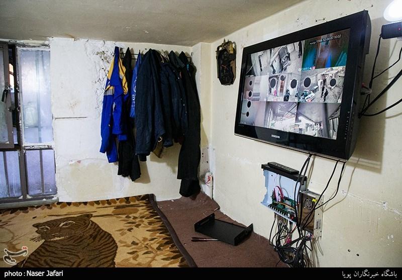 عکس/ نمایشگر دوربین مدار بسته در خانه مجردی!
