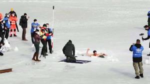 غواصی که رکورد جهانی شنا زیر یخ را شکست!