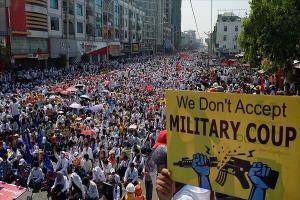 پلیس میانمار مسیر حرکت معترضان کودتا را مسدود کرد