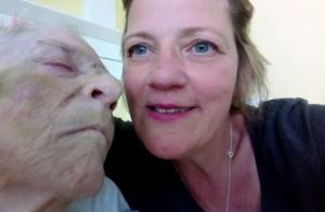 حسرت زنی که نتوانست لحظه مرگ مادرش را در آغوش بکشد