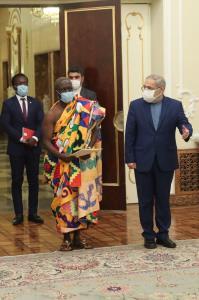 سفیر غنا نیمه برهنه به دیدار با روحانی رفت!