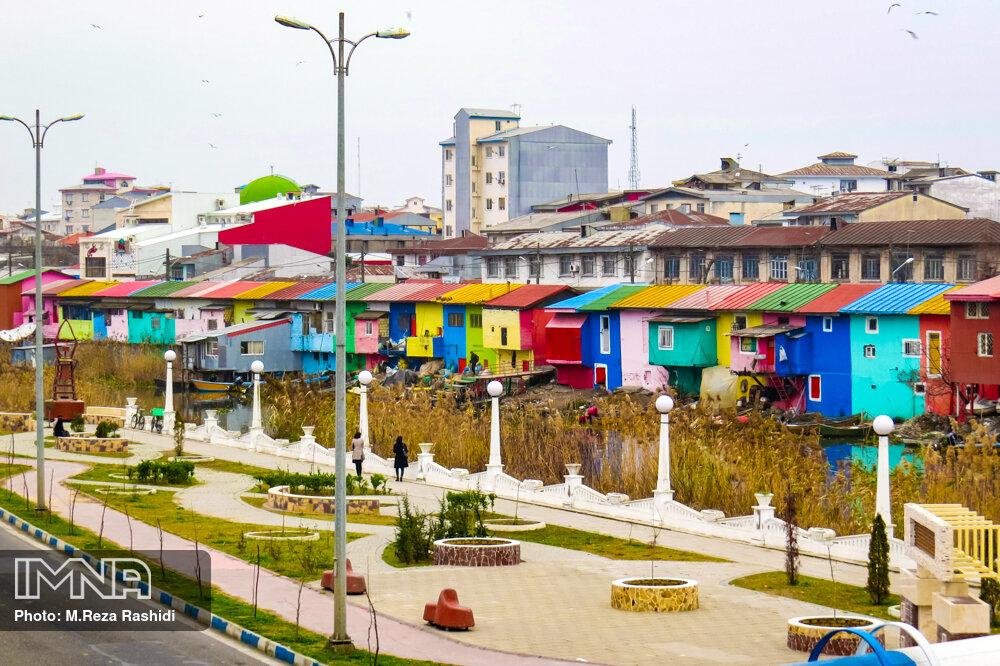 خانه های رنگی تالاب بندر انزلی