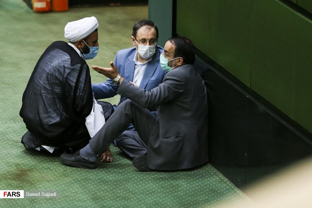 عکس/ بحث های داغ نمایندگان در کف مجلس!