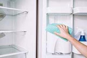 برای خانه تکانی یخچال فریزر را چگونه تمیز و بوزدایی کنیم؟
