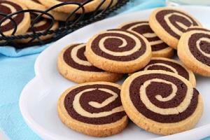 طرز تهیه «قرابیه دو رنگ» پیشنهاد ساده برای عید