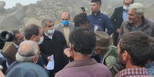 نیکزاد در جمع زلزلهزدگان سیسخت؛ اختصاص ردیف بودجه برای شهر زلزلهزده