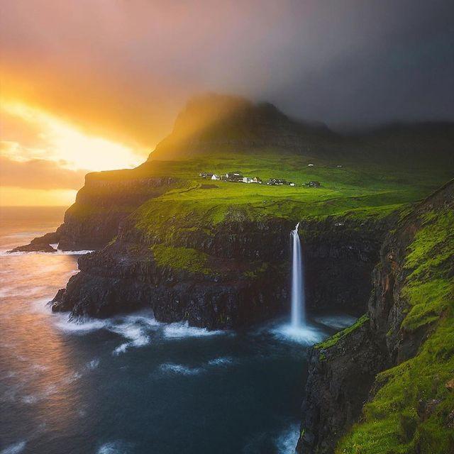طبیعت مه گرفته ایسلند