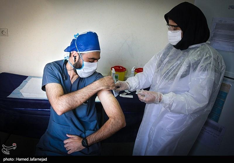 عکس/ آغاز فاز دوم واکسیناسیون کادر درمان