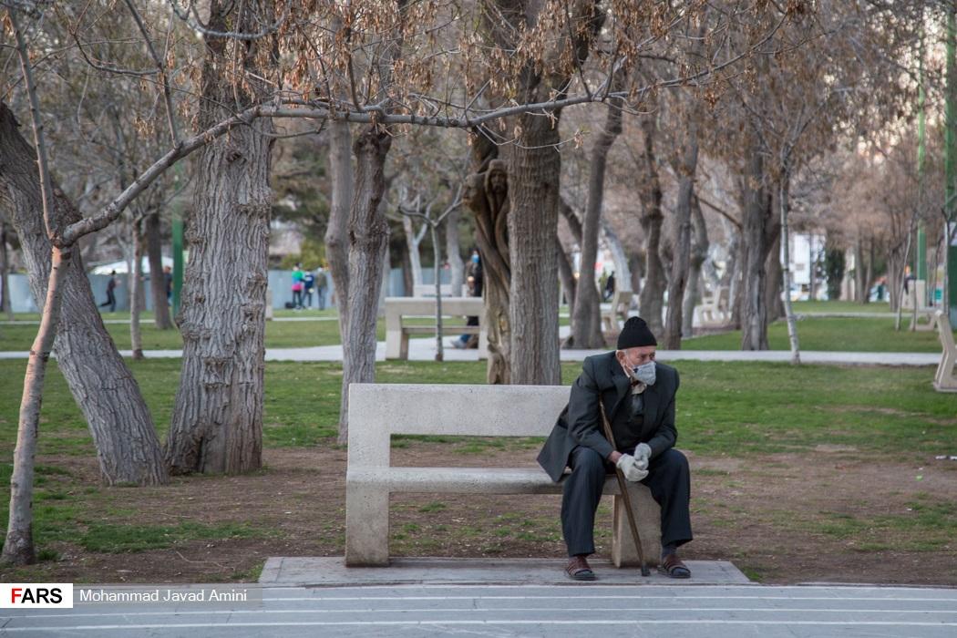 عکس/ زندگی مردم، یک سال بعد از شیوع کرونا