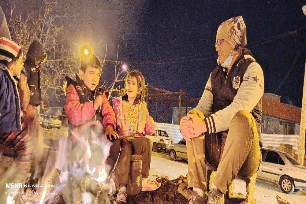 کودکان در سردی ناجوانمردانه شب های سی سخت