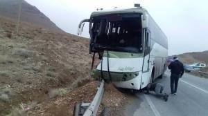 تصادف اتوبوس با گاردریل حادثه آفرید