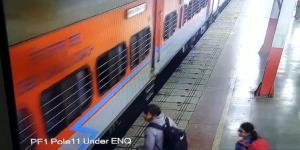 مامور هوشیار قطار، زن مسافر را از مرگ نجات داد