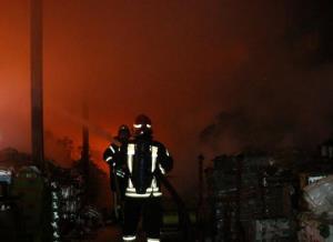 انبار موادغذایی در آتش سوخت