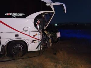یک کُشته در پی حادثه برخورد تریلی با اتوبوس
