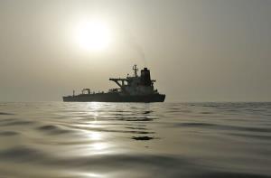 ابَرنفتکش ایرانی در سکوت کامل راهی دریای سرخ شد