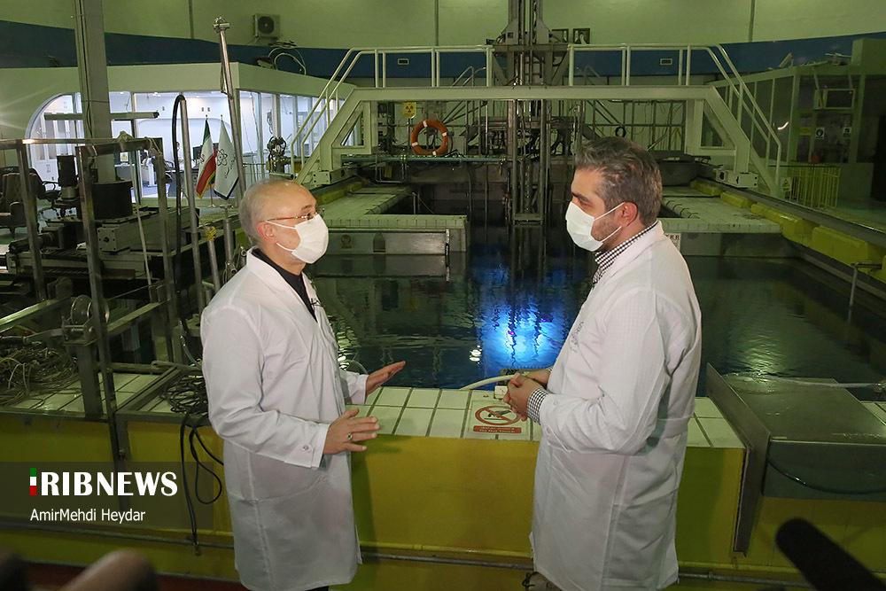تصاویر برنامه بدون تعارف با رئیس سازمان انرژی اتمی