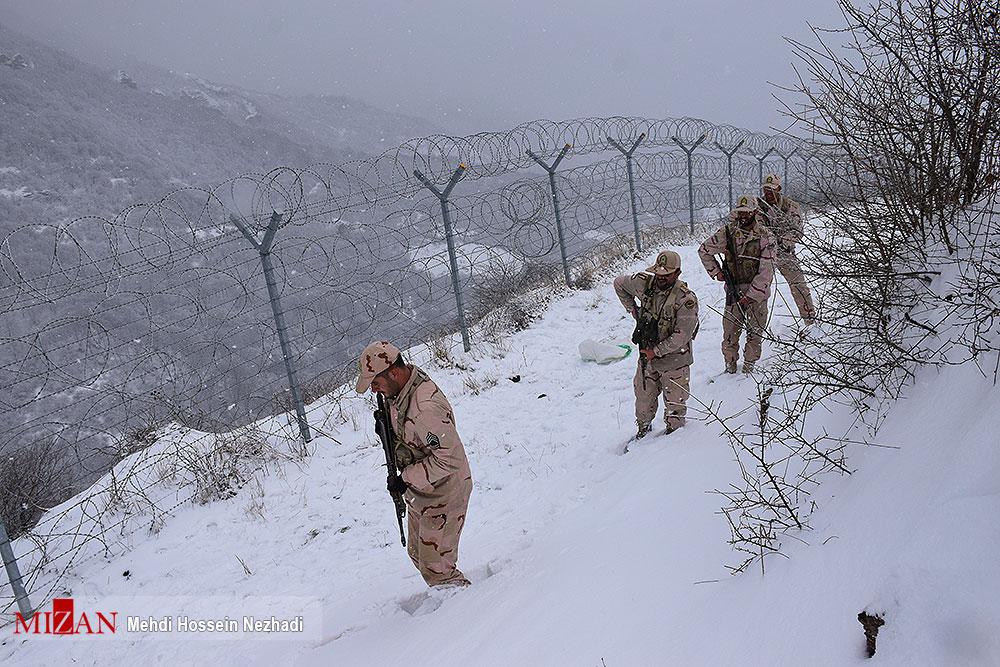 عکس/ مرزبانی از ایران در دمای زیر صفر درجه