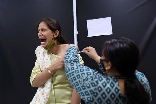 واکنش عجیب در مقابل تزریق واکسن هندی