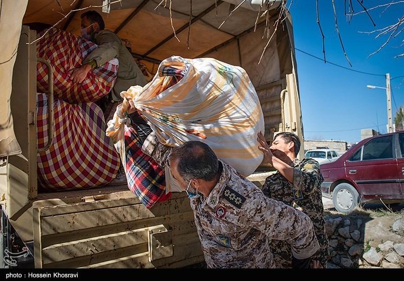 عکس/ امداد رسانی نظامیان و جهادی ها به زلزله زدگان شهر سی سخت