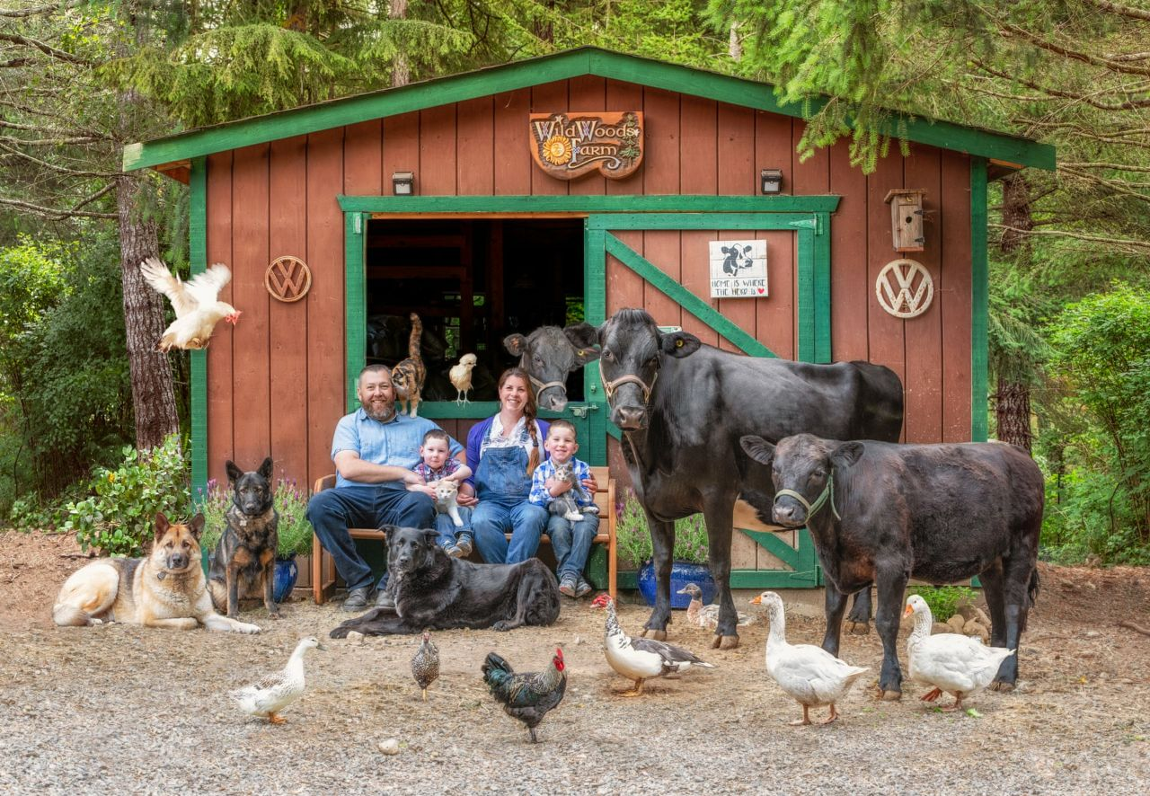 تصاویری از خانواده های روستایی و حیواناتشان