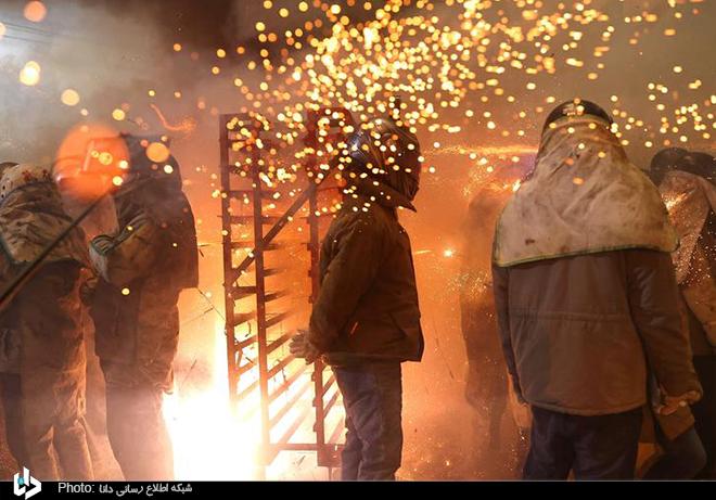 مراسم آتش بازی عجیب در تایوان