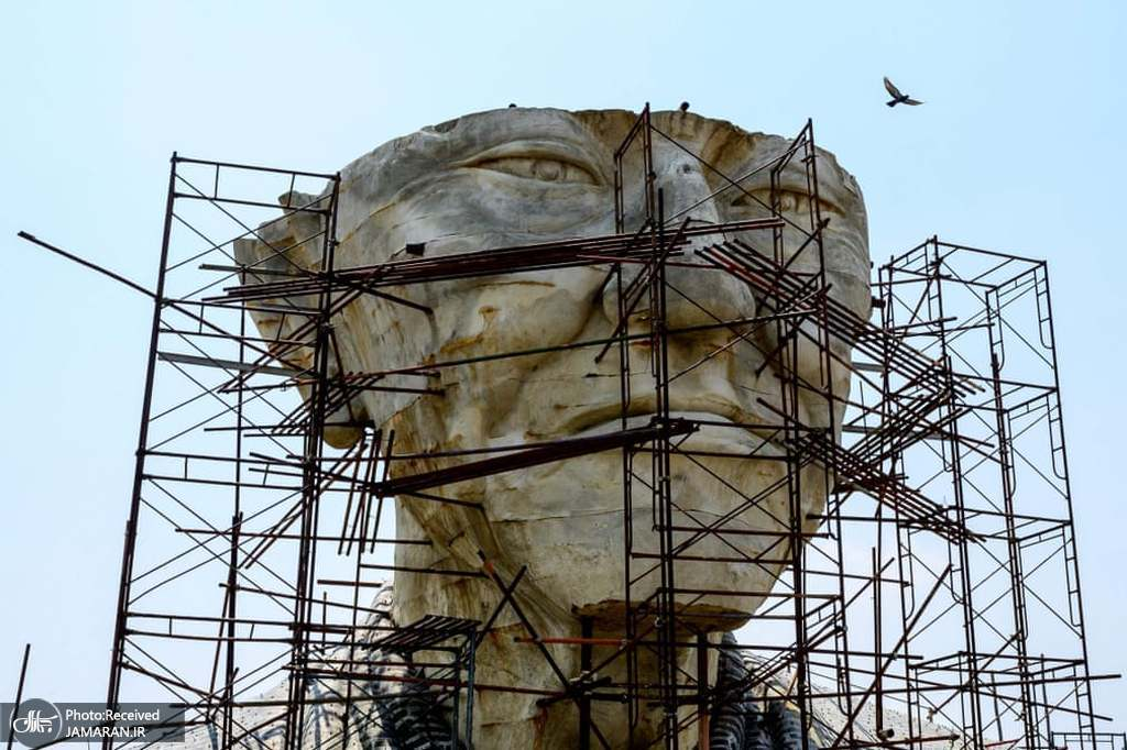 مجسمه مرموز و متروک راهب بودایی