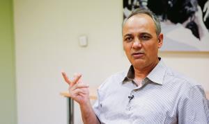 طعنه سنگین زیدآبادی به «کیهان» درباره نظرسنجی دانشگاه مریلند