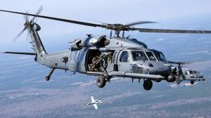 پرواز هلی کوپترهای نظامی آمریکا بر فراز آسمان توکیو